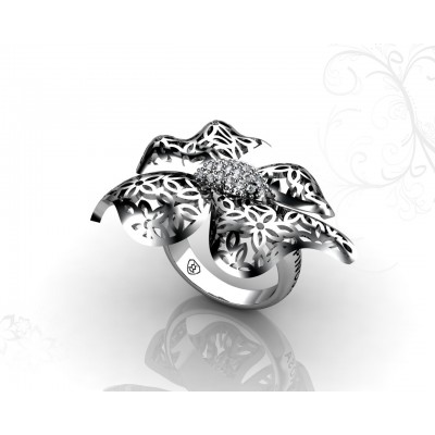 18k gold ring with floral design