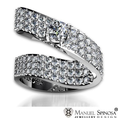 sensational master diamond ring with 120 brilliants