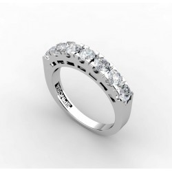 18K gold wedding ring with a diamonds