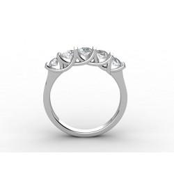 Обручальное кольцо наполовину декорированное бриллиантами в воздушной закрепке