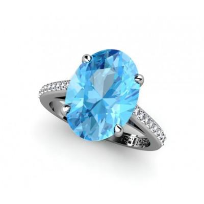 Кольцо из золота 18 карат с топазом огранки и бриллиантами