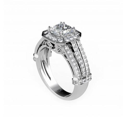 Кольцо для помолвки с центральным бриллиантом огранки принцесса.