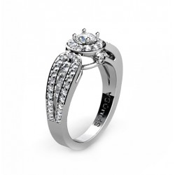 striking 18K white gold engagement ring with a beautiful diamond design