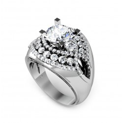 stunning diamond ring with 92 brilliants