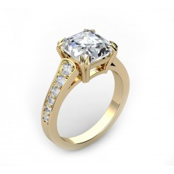 18K gold engagement ring with ¨radiant¨ diamond