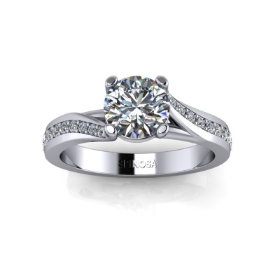 Diamond Ring with Brilliant Cut with Cross Claws
