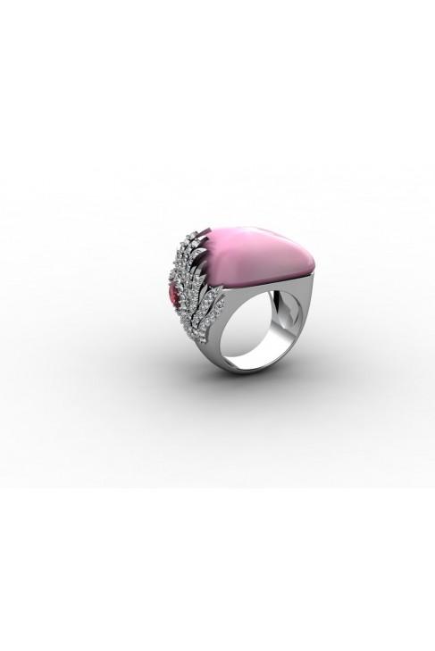 """Кольцо из белого золота 18 карат с розовым кварцем огранки """"Кабошон"""""""
